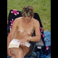 Nude Wife:Loving The Book