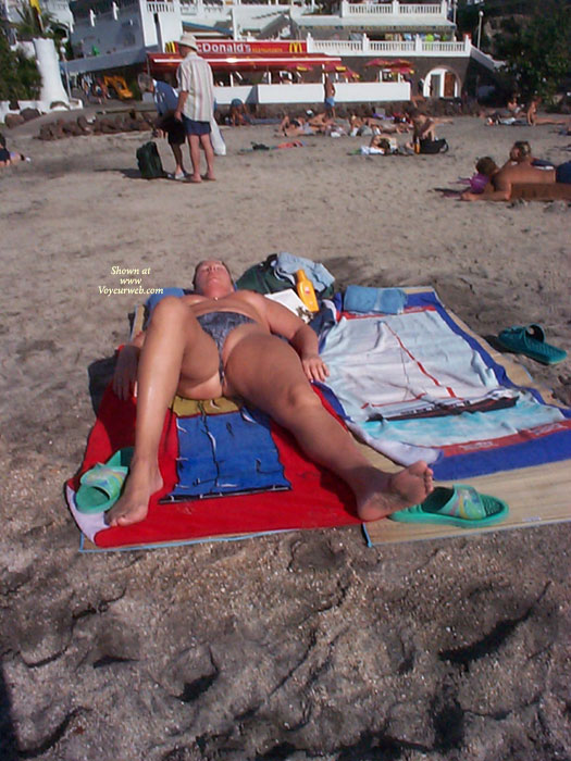 Pic #1 - Beach Voyeur:Pussy Slip