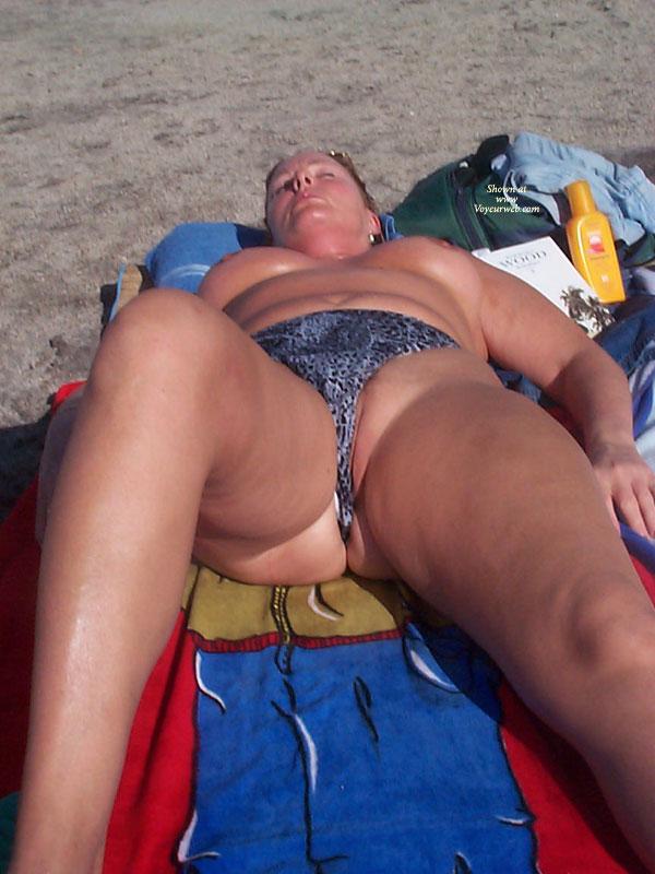 Pic #3 - Beach Voyeur:Pussy Slip