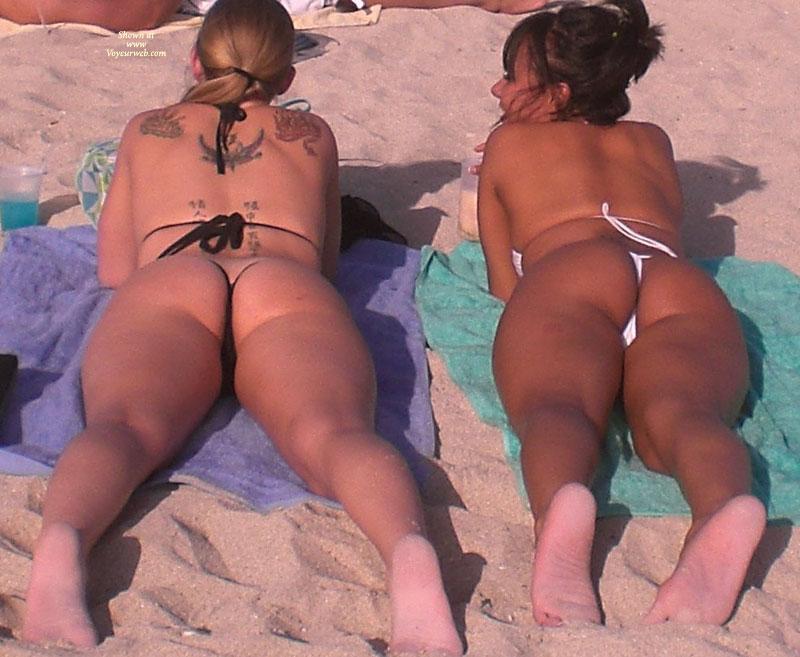 Pic #7 - Beach Voyeur:Beach Crotch Shots And Bubble Booty's