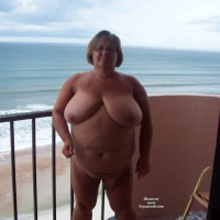 Nude Wife:Outside