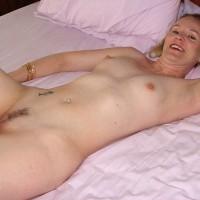 Nude Amateur:Milf Hottie