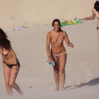 Beach Voyeur:Tres Sirenitas En Cádiz