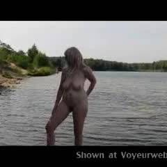Nude Me:Voyeur Lake !