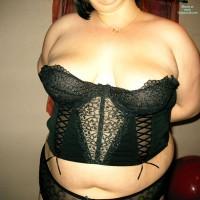 Topless Wife:Elle