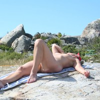 Nude Me: New Pics From Linda