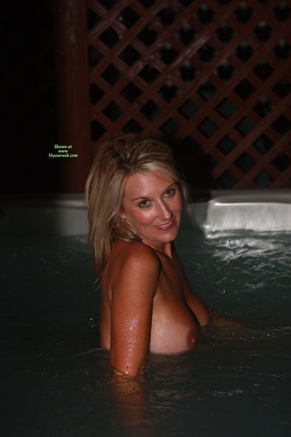 Wife flashing tits in hot tub