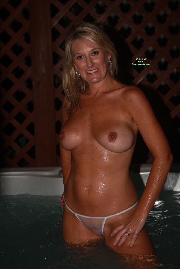 Wife get naked for the hot tub