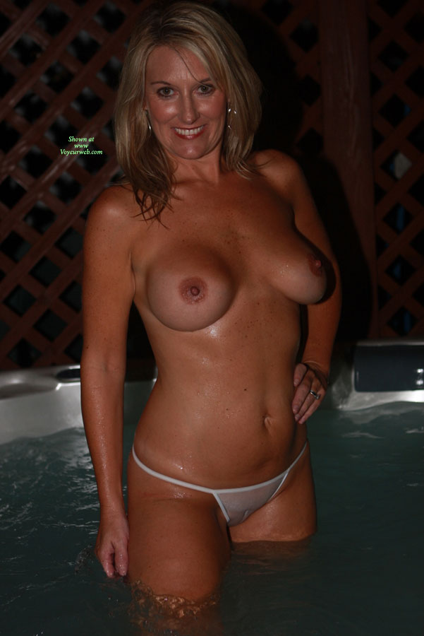 Good Naked hot tub wife