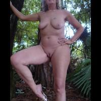 Nude Girlfriend:Heels In The Woods