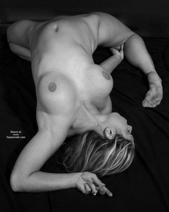 Pic #1 - Flexible Girl - Nude Amateur , Big Breast Reclining Nude, Bent Backwards, Muscular Contortion Legs Go Under, Sole Of Feet, Expressive Feet, Nude Flexible, Flexible, Wedding Ring, One Shot From The Top