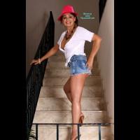 Nude Amateur on heels:En La Escalera