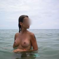 Topless Girlfriend:Nude Girlfriend On The Beach