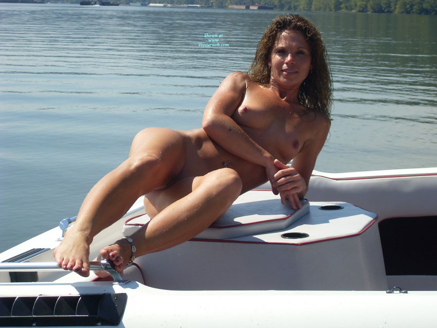 Pic #1 - Nude Amateur:Ohio River , Naked On The Ohio River.