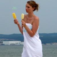 Beach Voyeur:Hottie At Baltic Sea - East Germany 2