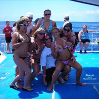 Amateur in Swimwear:A Cruise
