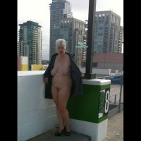 Nude Me on heels:Rooftop Flash