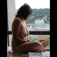 Topless Girlfriend:Getting Ready To Go Out
