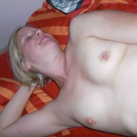 Nude Wife:Naked