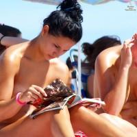 Beach Voyeur:2 Nice Friends