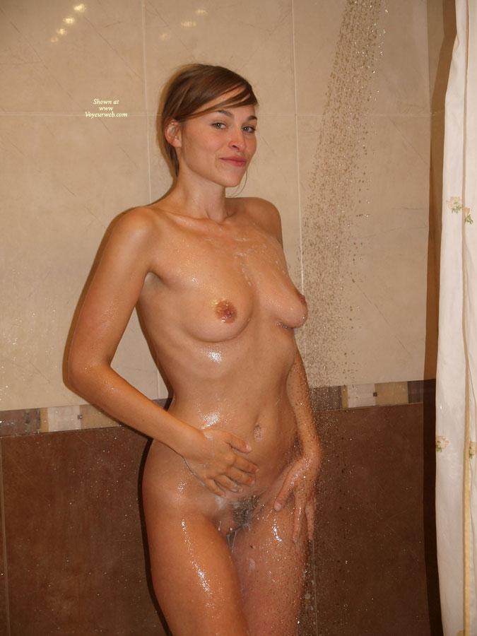 amature-shower-naked