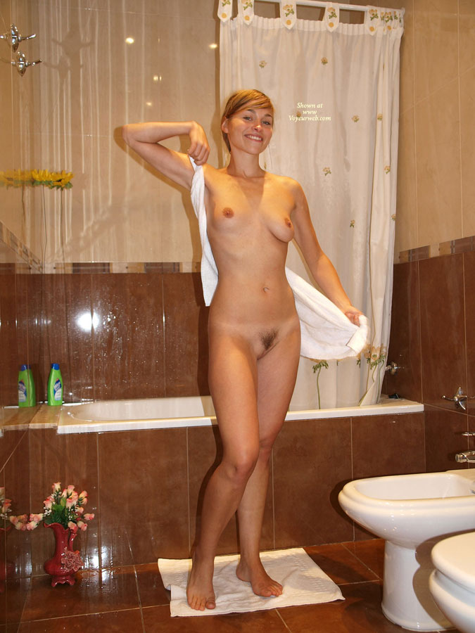 Amateur shower girl materbat