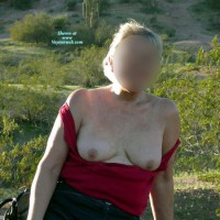 Topless Amateur:Outdoors