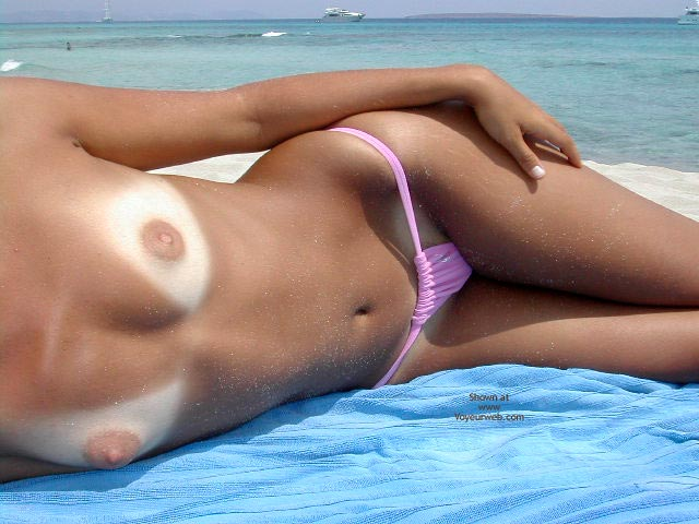 Pic #3 - Sexy Lucy Nude On The Beach