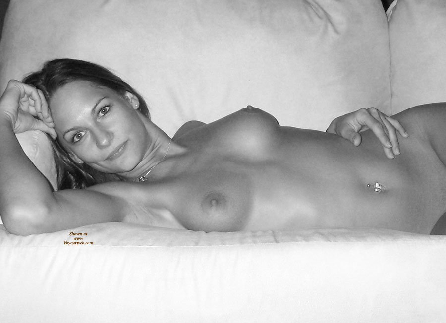 Pic #1 Nude Ex-Girlfriend:She Loves To Show It Off