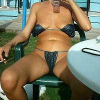 Topless Girlfriend:Bar