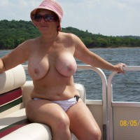 Nude Wife:Sandy's First Time On The Web