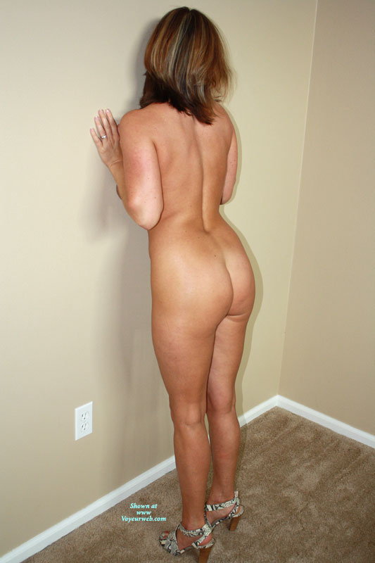 Pic #10 - Nude Amateur on heels: Little Missy In Lace