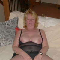 Topless Wife:More Of P