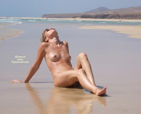 Pic #1 - Nude On Beach - Naked On Beach, Nude Beach , Nude On Beach, Naked On Beach, Nude By Ocean