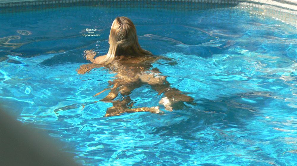 china-swimming-naked-video