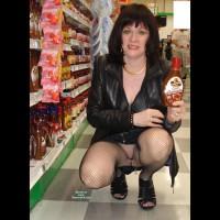 Pantieless Amateur:Giovannita De Compras 2