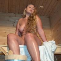Nude Amateur:Sauna