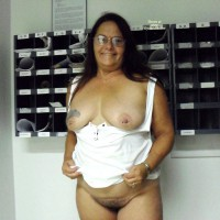 Nude Amateur:Loves To Show