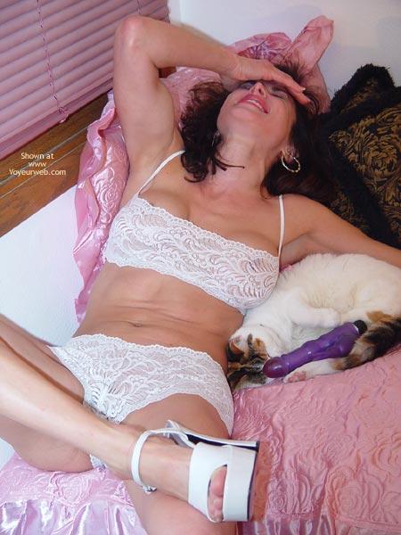 Pic #5 - Lana Gets Naked