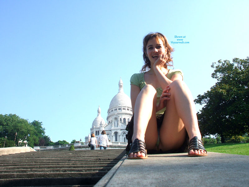Pic #1 - Andjy Upskirt Ballade , A Great Day Walking With Andjy In The Street Of Paris
