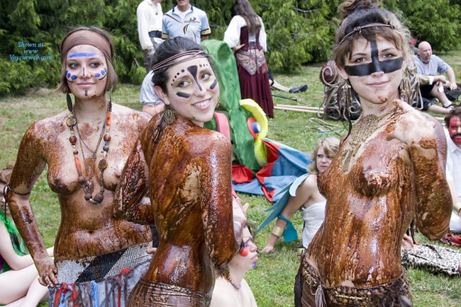 Sexy girls covered in mud-3307