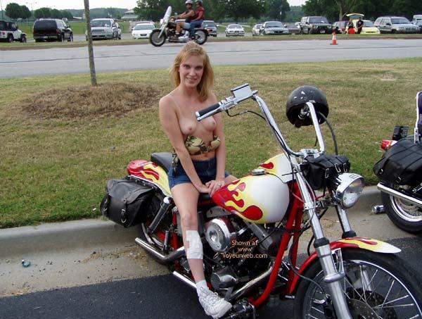 Pic #4 - Harley Show Flashing