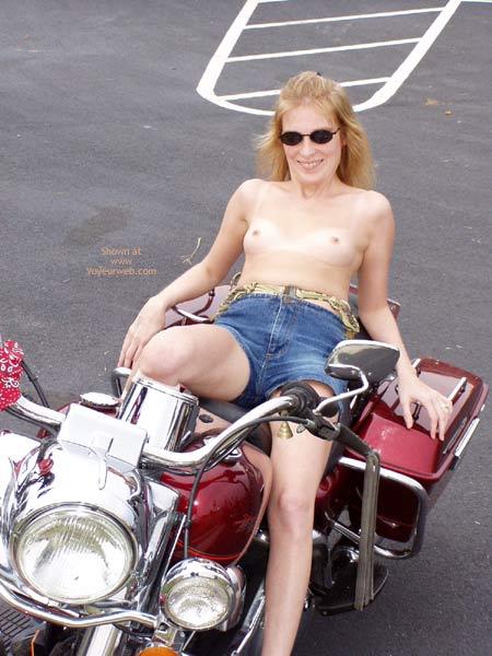 Pic #6 - Harley Show Flashing