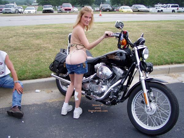 Pic #7 - Harley Show Flashing