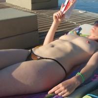 Bronzage Topless à La Mer