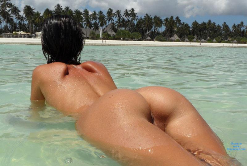 голые попки под водой фото
