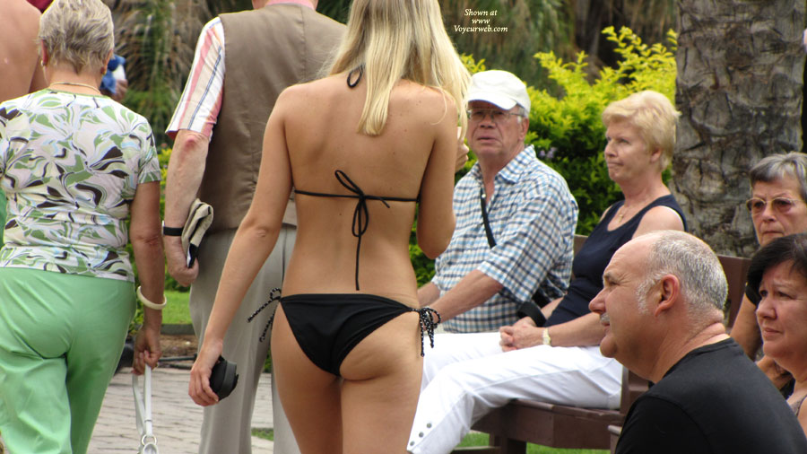 Pic #1 - Meloneras 6 , More Good Voyeur Sights, Plus (for Those Who Doubted) The Face Of The First Girl On The Nude Beach