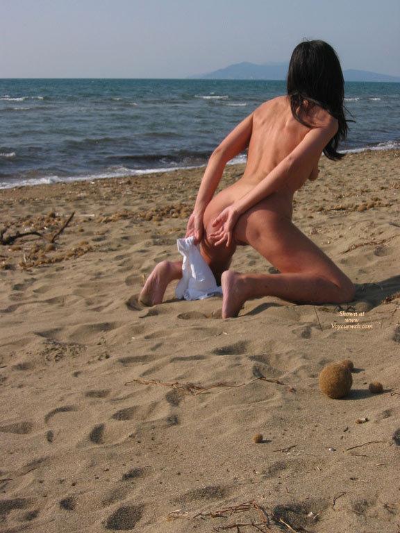 Pic #1 - Sand Doggy - Naked Girl, Nude Amateur , Nude At The Beach, Tanned Body, Hands Behind Back, Holding Tank Top, Kneel On Beach, Nude Girl On Beach, Bareback Beach Ready, Nude On A Beach, Beach Photo