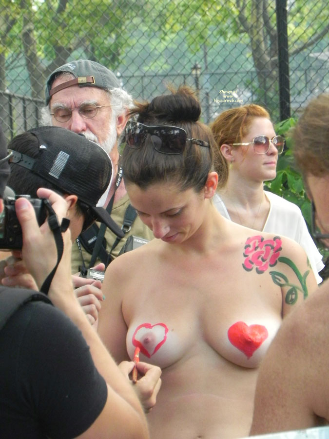 Pic #1 - Painting A Heart Onto Her Nipple - Brunette Hair, Nude In Public , Body Painting, Heart Art, Painted Tits, Painted Love Hearts, Painted Breast, Tits In Public, Nipple Power, Event Voyeur