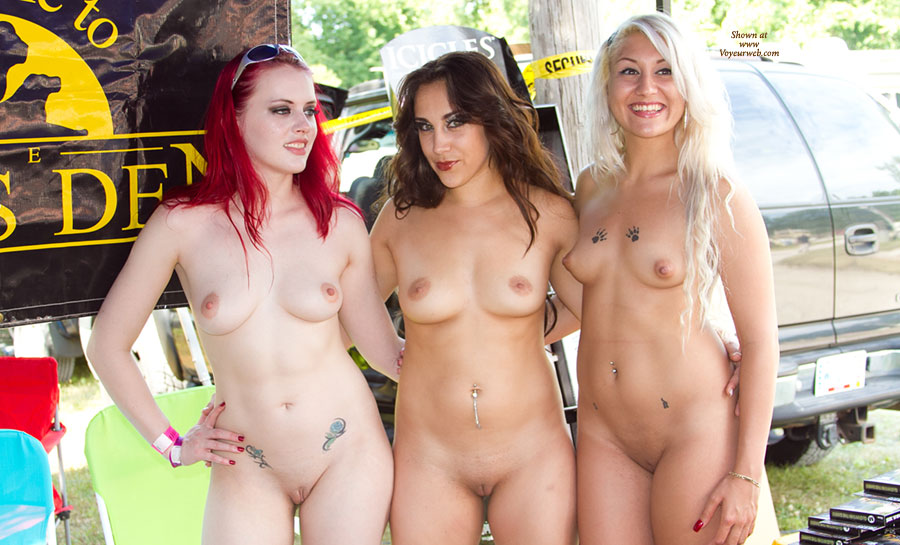 nude female group pic